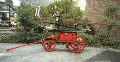 Alte Spritze des Unterbacher Löschzuges von 1901 in Eigenarbeit 1988 restauriert