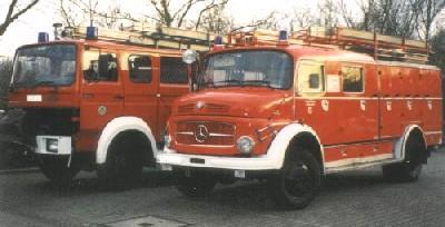 März 1995: Neuer Fahrzeugpark LF 16 TS und LF 16 nach neuer Lackierung.